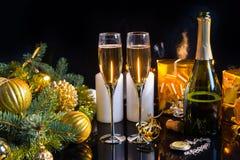Стекла Шампани в праздничном натюрморте Стоковые Фотографии RF