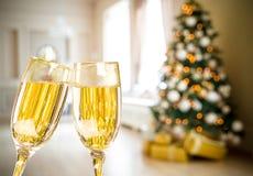 2 стекла Шампани на Defocused предпосылке Стоковое фото RF