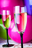 2 стекла шампанского и воздушных шаров на партии Стоковые Фотографии RF