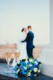 Стекла шампанского и цветков Стоковые Фото