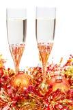 Стекла шампанского на желтых украшениях Xmas Стоковая Фотография RF