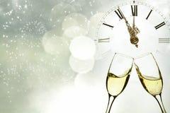 Стекла шампанского против светов праздника Стоковые Фото