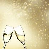 Стекла шампанского против светов праздника Стоковые Фотографии RF