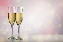 2 стекла шампанского с космосом экземпляра стоковое изображение rf