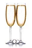Шампань и обручальные кольца Стоковые Изображения RF