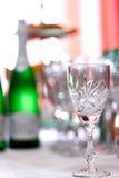 Стекла для пить и коктеили на праздничной таблице Стоковые Изображения