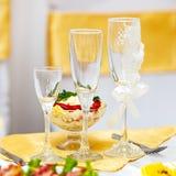 Стекла для пить и коктеили на таблице Стоковые Изображения RF