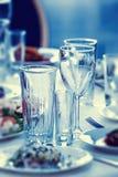 Стекла для пить и коктеили на таблице Стоковое Фото
