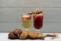 Стекла glintwein или обдумыванного горячего вина Стоковое Фото