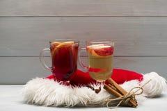 Стекла glintwein или обдумыванного горячего вина Стоковое Изображение RF