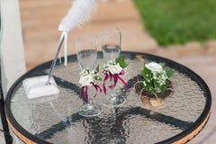 2 стекла wedding Стоковые Фотографии RF