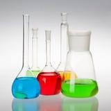 Стеклоизделие лаборатории с жидкостями других цветов Стоковая Фотография RF