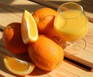Стекло апельсинового сока на таблице Стоковые Изображения RF