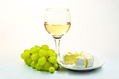 Стекло вина, виноградин и сыра Стоковые Фотографии RF