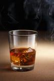 Стекло вискиа с дымом Стоковая Фотография RF