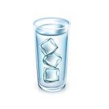 Стекло воды при изолированные кубы льда Бесплатная Иллюстрация