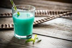 Стекло голубого коктеиля curacao и сока Стоковая Фотография RF