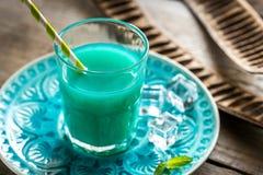 Стекло голубого коктеиля curacao и сока Стоковое фото RF