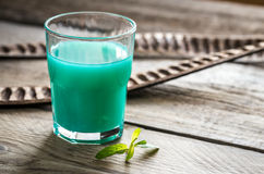 Стекло голубого коктеиля curacao и сока Стоковое Изображение