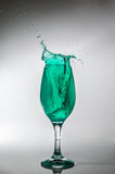 Стекло зеленого выплеска воды Стоковая Фотография RF
