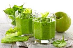 Стекло зеленого smoothie стоковое изображение