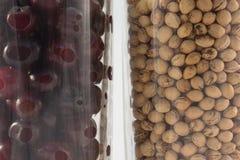 Стекло зрелой вишни и стекло камней вишни Стоковое Изображение RF