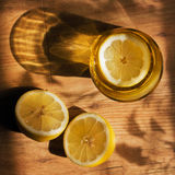 Стекло, лимон и тень Стоковое Фото
