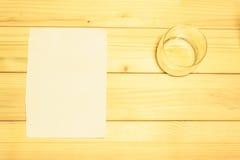 Стекло и бумага Стоковые Фото