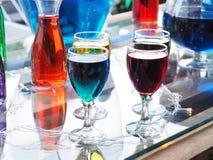 Стекло коктеиля на таблице в баре Стоковая Фотография RF