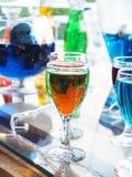 Стекло коктеиля на таблице в баре Стоковые Фотографии RF