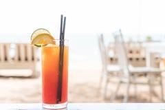 Стекло коктеиля плодоовощ в кафе Стоковые Изображения
