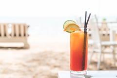 Стекло коктеиля плодоовощ в кафе Стоковая Фотография