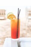 Стекло коктеиля плодоовощ в кафе Стоковое фото RF