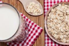 Стекло молока и овса Стоковая Фотография