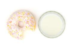 Стекло молока и донута Стоковые Изображения