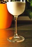 Стекло молока на таблице в свете вечера Стоковая Фотография RF