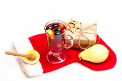 Стекло очень вкусного glintwein или обдумыванного горячего вина Стоковое фото RF