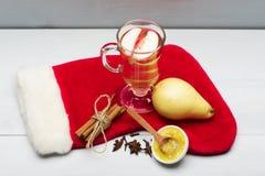 Стекло очень вкусного glintwein или обдумыванного горячего вина Стоковая Фотография RF