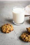 Стекло печений молока и овсяной каши Стоковые Изображения