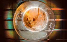 Стекло пива на таблице Стоковые Фото