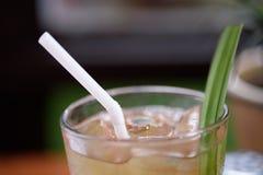 Стекло питья на таблице Стоковые Фото