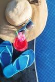 Стекло питья smoothie сока арбуза свежее с цветком Стоковые Изображения
