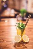 Стекло свежего лимонада стоковая фотография rf