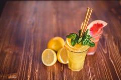 Стекло свежего лимонада стоковое фото rf