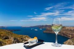 Стекло свежего плодоовощ wineand морем Стоковые Изображения