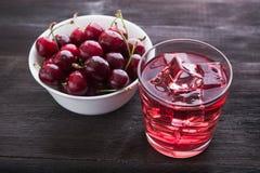 Стекло сока и шара вишни с плодоовощ Стоковые Фото