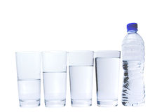Стекло с бутылкой минеральной воды II Стоковое Изображение RF