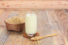 Стекло с соевым молоком и семенами Стоковые Фотографии RF