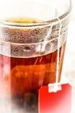 Стекло с черным чаем стоковая фотография rf