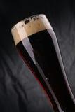 Стекло темного пива Стоковые Фото